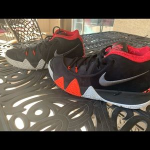 Kyrie 4 size 8 (No box) great condition